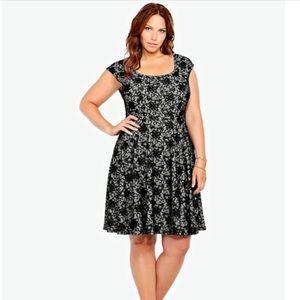 Torrid black lace print dress 1x